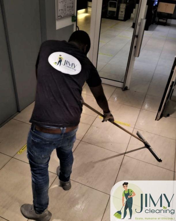 Le nettoyage de bureaux sur Paris 8e au service du bien-être de vos salariés