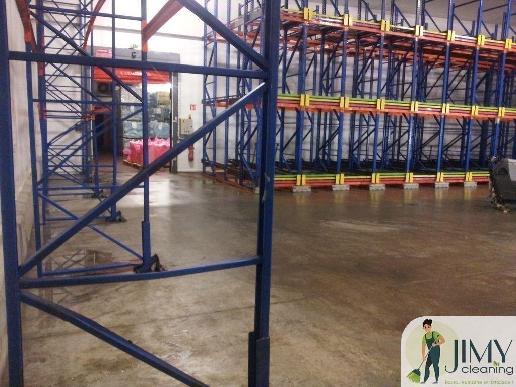 Un environnement de travail sain grâce au nettoyage industriel sur Paris 8e